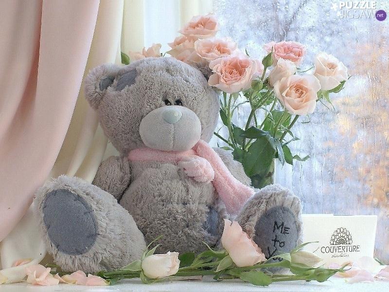Мягкие игрушки и цветы